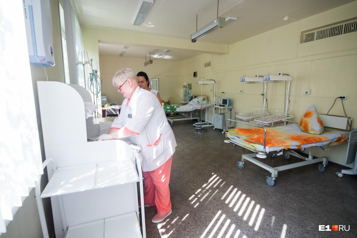 Так выглядит палата интенсивной терапии. Во время нашего обхода там была одна пациентка. Спустя несколько часов после кесарева сечения она уже ухаживала за дочкой Алисой