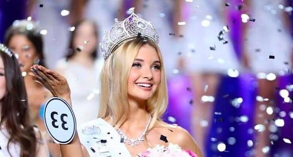 Главную красавицу России - екатеринбурженку Полину Попову - пригласил в гости Иван Ургант