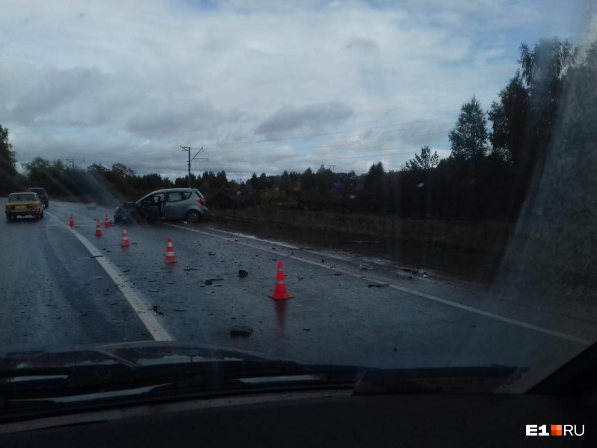 Работают три скорые: на выезде на Полевской тракт жестко столкнулись два автомобиля