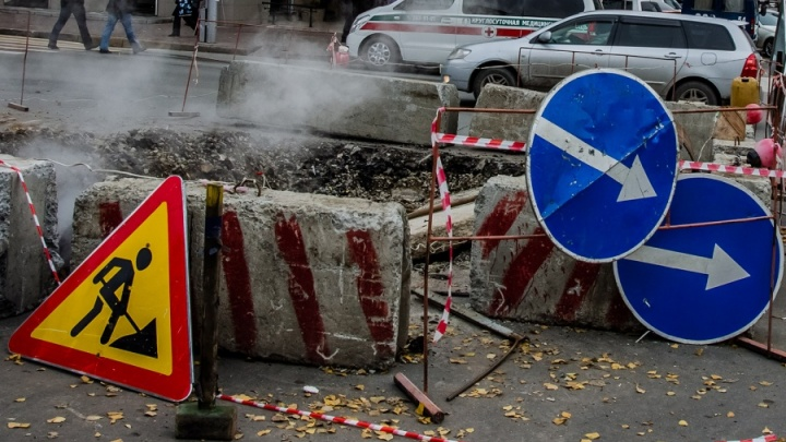 Энергетики раскопали и сузили на две полосы улицу Учительскую
