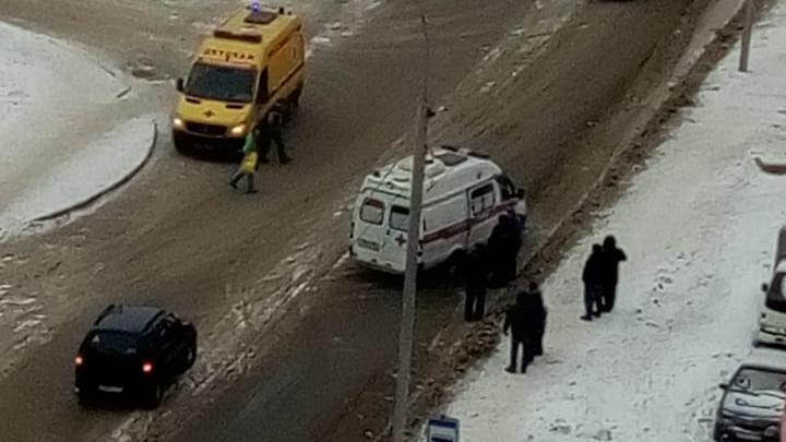 Рядом со стадионом «Заря» сбили пешехода: на место приехали скорая и реанимация