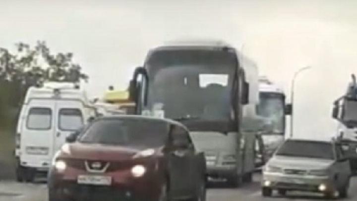 «Стоят скорые и гаишники»: автобусы с детьми попали в ДТП на окраине Челябинска