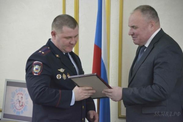 Главный полицейский Омска Алексей Меркушов не раз получал награды от чиновников. А теперь он получил «минуту славы» в масштабах всей страны