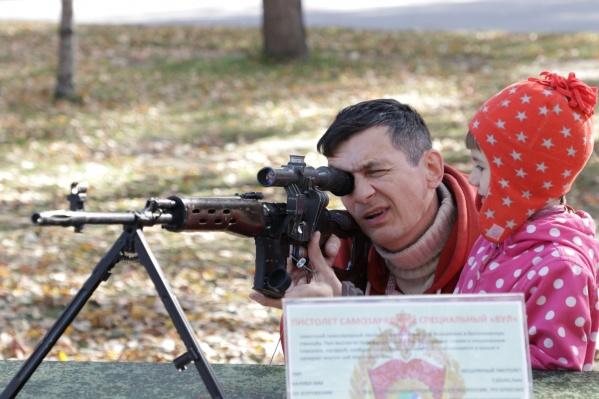 На акции была представлена выставка современного вооружения и военной техники
