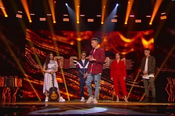 Илья открывал выступление первой пятерки конкурсантов