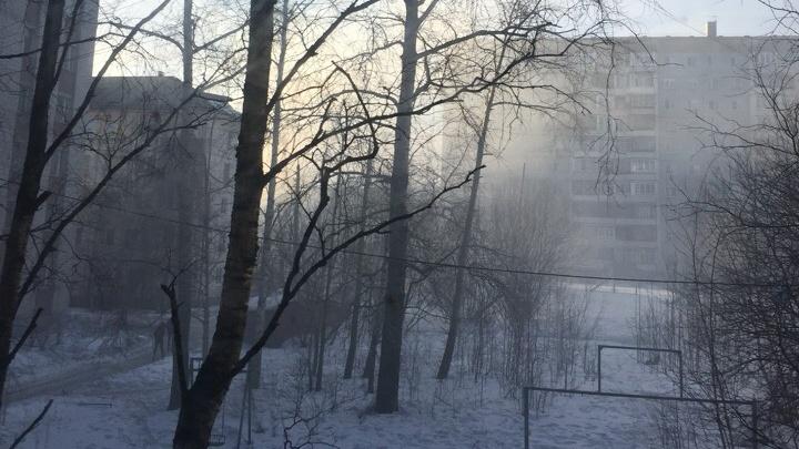 «Вытащили мальчика»: в пожаре в жилом доме в Архангельске пострадал ребенок
