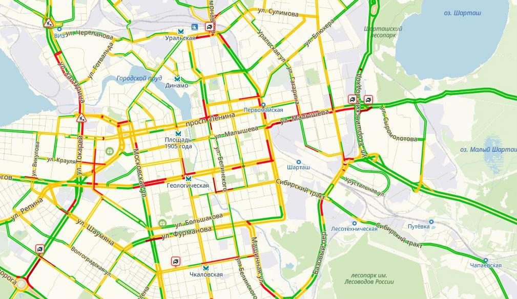 Дикие пробки и куча ДТП: мы смотрели, как Екатеринбург переживает непогоду и пятницу