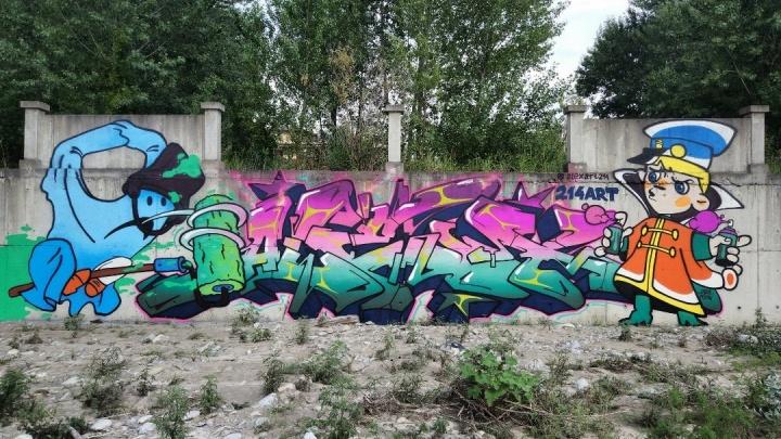 Бывший омич нарисовал в Феодосии граффити с персонажем мультфильма «Вовка в Тридевятом царстве»