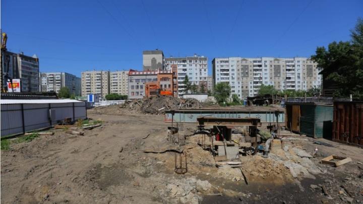 На пересечении Кецховели и Новосибирской закладывают новый дом