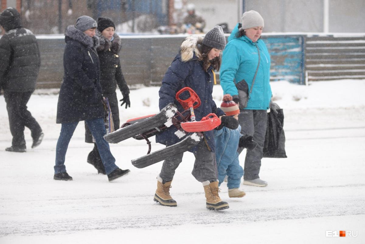 Снежный ад: дорожники растащили грузовики, из-за которых был перекрыт Тюменский тракт