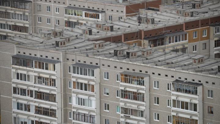 Промерзают стены, «плачут» окна: разбираемся, какие дома Екатеринбурга самые холодные