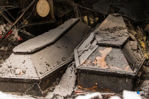 Сгоревший павильон служил не только магазином, но и офисом похоронного дома