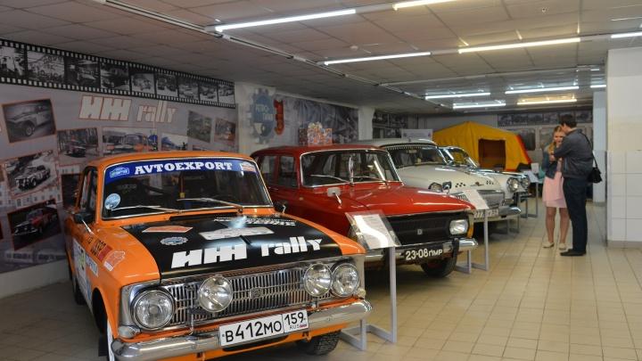Слишком дорогая аренда: в Перми закрыли музей автомобилей «Ретро-Гараж»