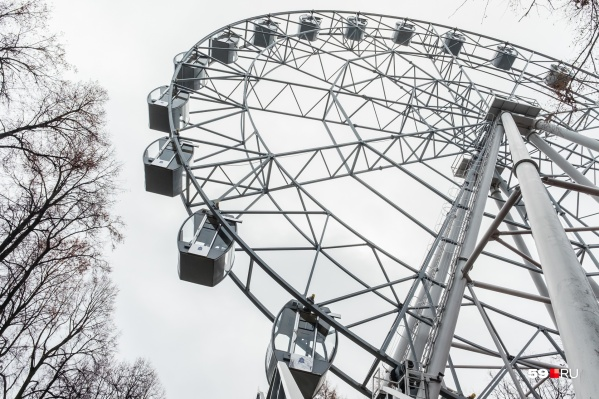 Прокатиться на колесе обозрения сегодня не удастся: парк не работает