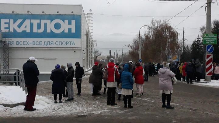 В Самаре из торгового центра «Декатлон» эвакуировали несколько десятков человек