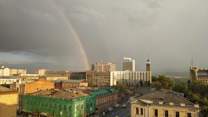 «Подарок к празднику»: двойная радуга украсила небо над Красноярском после дождя