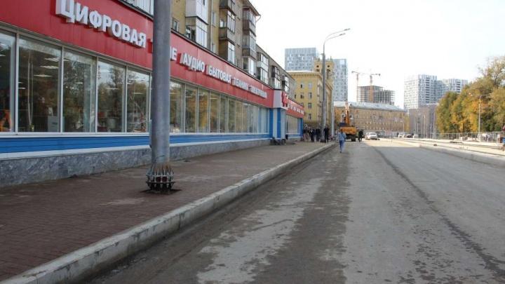 На перекрестке улиц Революции и Газеты «Звезда» строят трамвайные пути