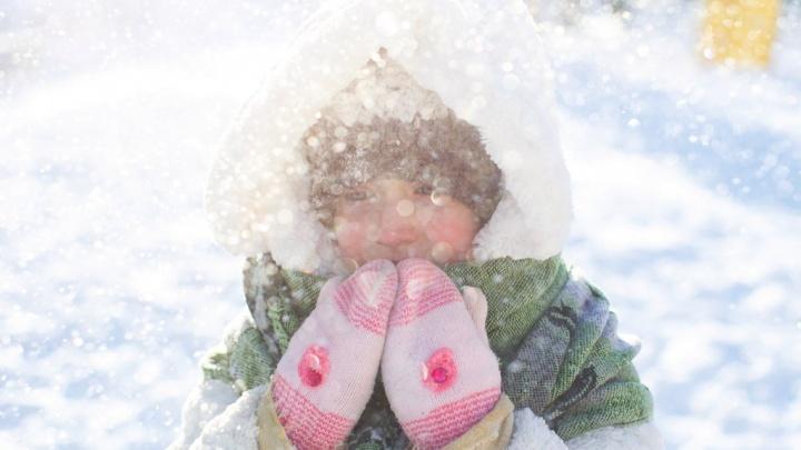 В Тюмени из-за мороза отменили занятия для младших школьников второй смены