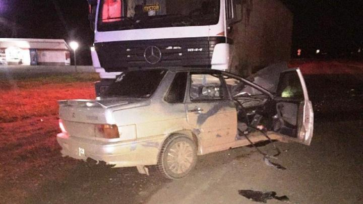 Выехал на встречку и врезался в грузовик. В Прикамье на трассе погиб водитель «Лады»