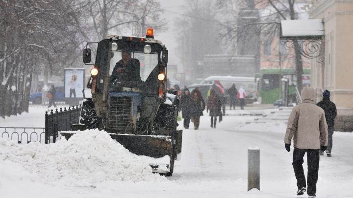 Коммунальщики Екатеринбурга перешли на усиленный режим работы из-за снегопада
