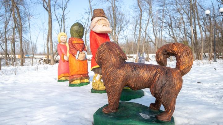 Деловая мышь и растерянный дед: в парке Вересаева поставили фигурки сказочных героев