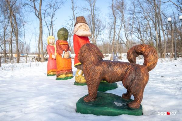 Сказочных персонажей расставили вдоль всей аллеи в парке Вересаева