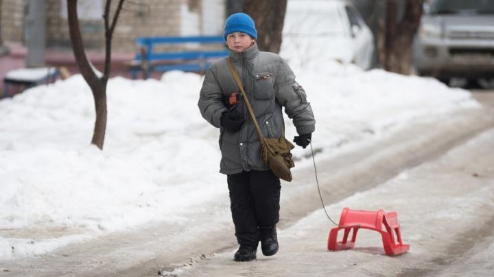 Стой, а то упадёшь: Волгоград после новогодней сказки снова покрылся льдом