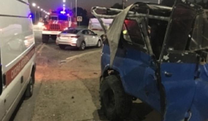 На ЮЗОД в Ярославле столкнулись два уазика: спасатели резали машины, чтобы достать людей