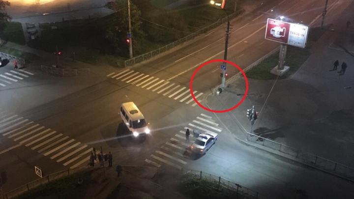 Улицы оцепили: в Соломбале у торгового центра неизвестные оставили подозрительную сумку