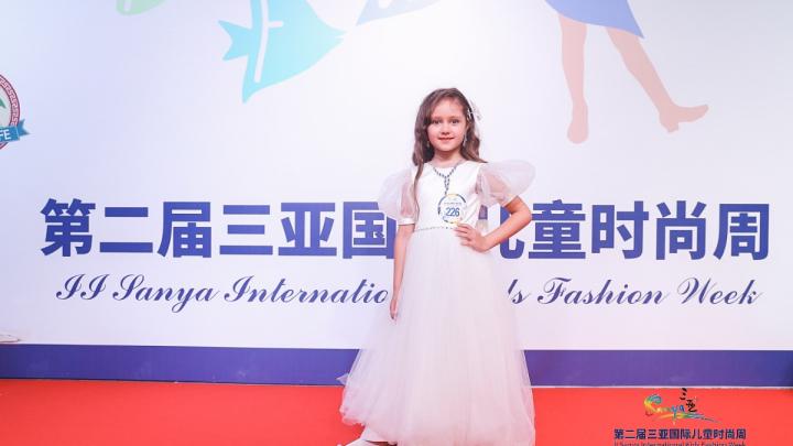 Самая красивая девочка: 6-летняя модель из Новосибирска побывала на Неделе моды в Китае