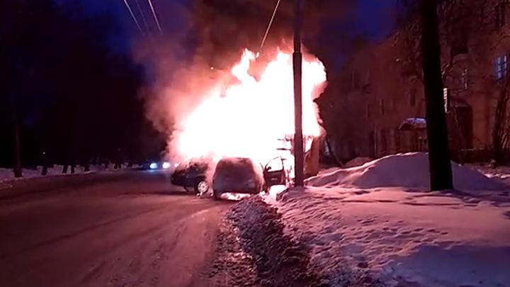 «В считаные минуты сгорели»: подробности ДТП на Первомайской, после которого начался пожар