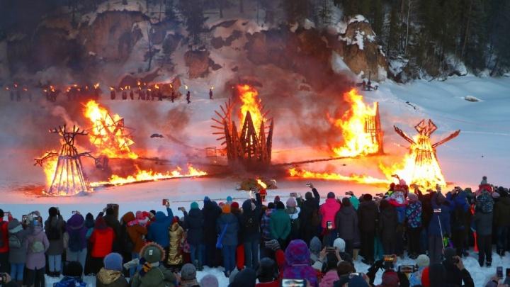 Средневековье и феерия с огнем. Смотрим самые зажигательные фото с Масленицы-2019
