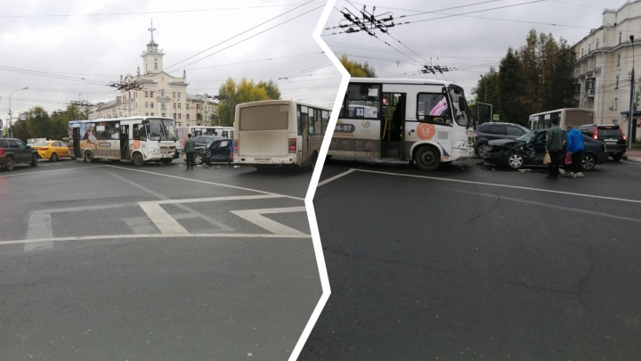 В Ярославле в ДТП угодила маршрутка с пассажирами