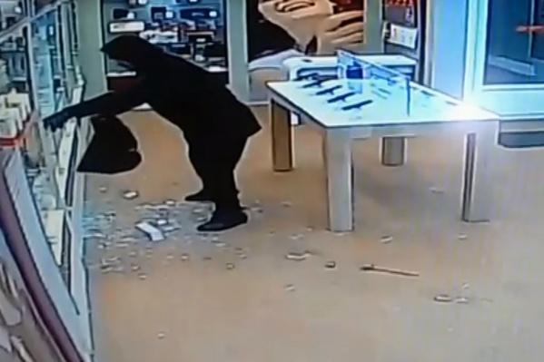 Момент нападения записали камеры наблюдения