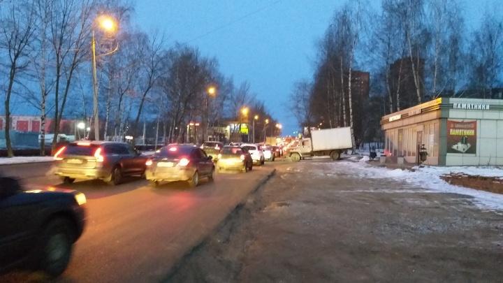 «Это треш»: из-за смертельного ДТП Ярославль встал в 10-балльные пробки