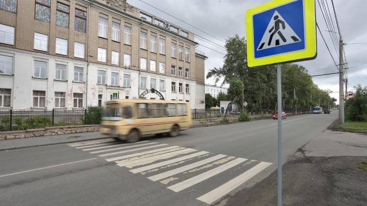 «Полицейских» не будет: дорожники объяснили, почему с «зеброй» на Бажова всё в порядке