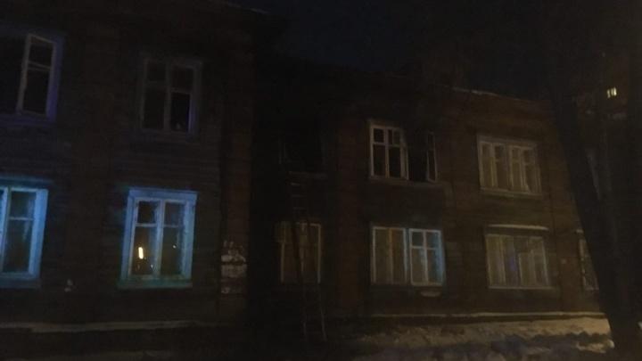 Из деревянного дома на Восстания, который охватил огонь, спасли одного человека