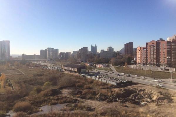 Свалка образовалась напротив ТЦ «Аура»