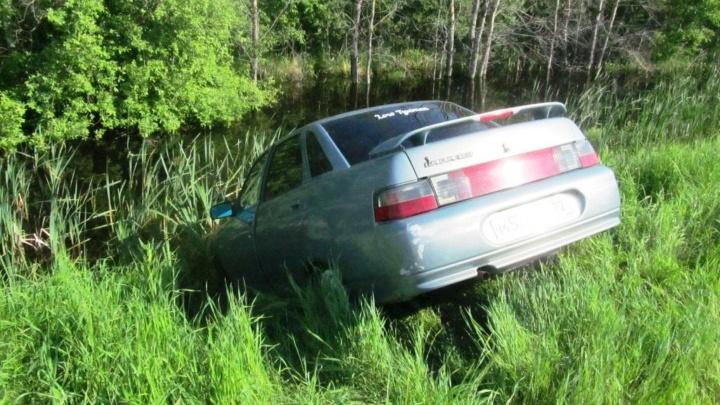 В Полтавском районе водитель пытался спасти свой ВАЗ и погиб под его колесами