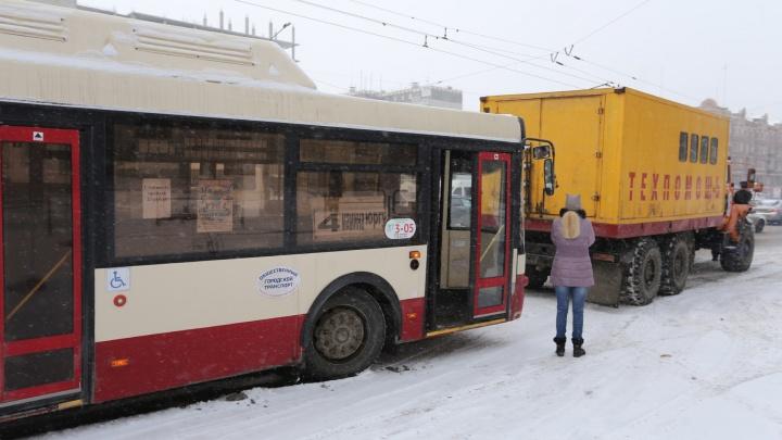 Приехали: в главном автобусном предприятии Челябинска украли шесть миллионов рублей