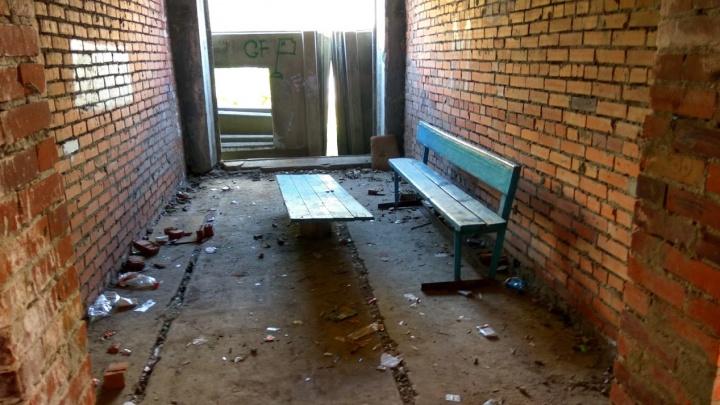 Прокуратура обязала главу Челябинска решить вопрос с заброшенным пристроем к школе