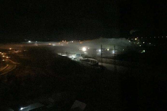 Облако повисло вечером 2 декабря над территорией завода ЖБИ-1