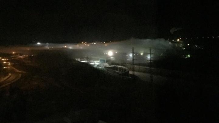 «Какое-то подозрительное облако»: над новосибирским заводом повис чистый белый пар