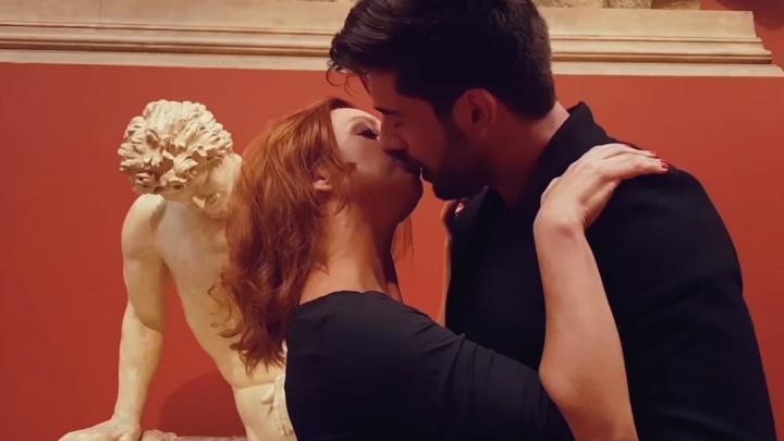 """Осторожно, много поцелуев! Валерия Гай Германика сняла клип для екатеринбургской группы """"Обе две"""""""