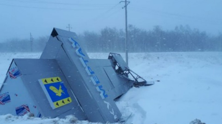 Порыв ветра снес новую стелу на въезде в город Кумертау