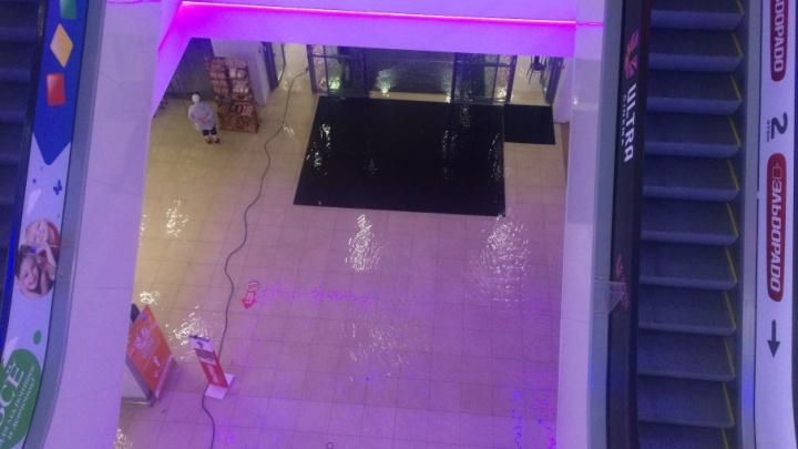 В Уфе ливень затопил торговый центр «Ультра»