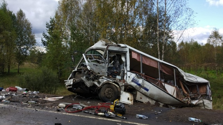 В ДТП с автобусом и фурой погибли 9 человек. Подробности, хроника, фото и видео с места происшествия