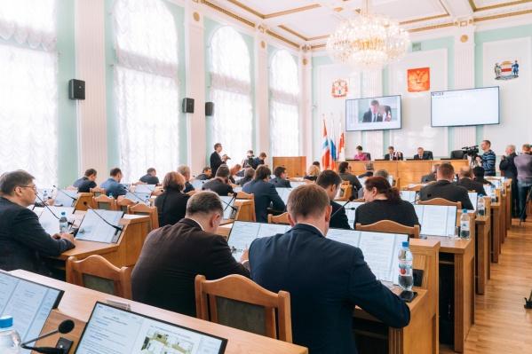 Омские парламентарии сегодня попали в «ловушку регламента»: они приняли решение по ошибке, но отменить его не смогли