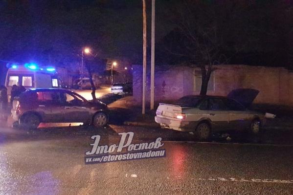 Водитель одного из автомобилей получил травмы