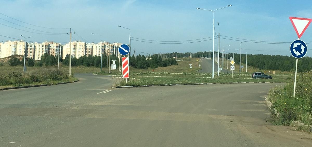 Теперь дорогу предлагают провести мимо «Белого хутора» (слева), при этом варианте не пострадает ни один садовод, но он дорого обойдётся бюджету